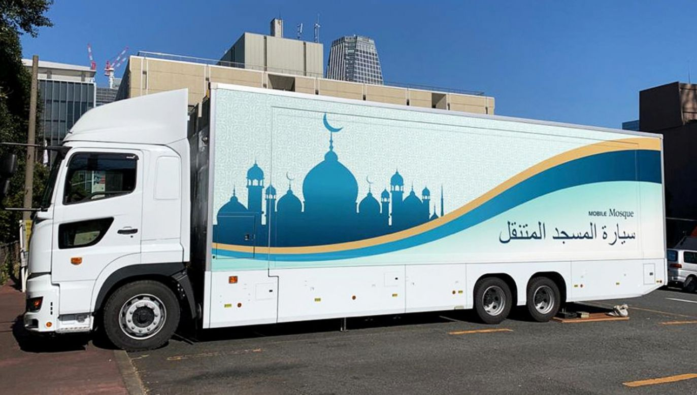 Mobilne meczety mają służyć muzułmanom w Tokio (fot. Reuters/Jack Tarrant)