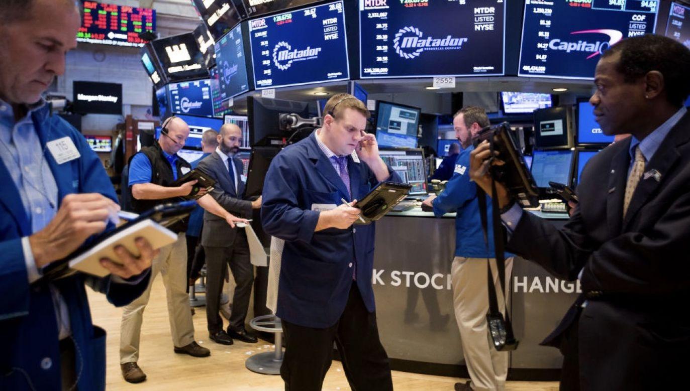 Uwaga inwestorów kieruje się na doniesienia dotyczące huraganu Delta, który zagraża wydobyciu ropy  (fot. Michael Nagle/Bloomberg via Getty Images, zdjęcie ilustracyjne)