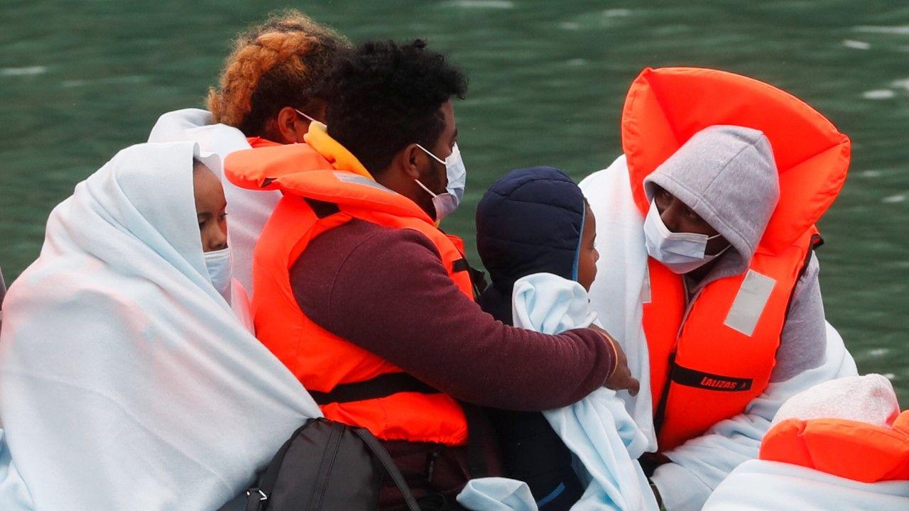 Rząd brytyjski do czasu wprowadzenia nowego systemu przyspieszy działania w odpowiedzi na nielegalną imigrację (fot. REUTERS/Matthew Childs)
