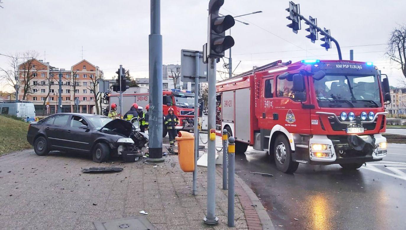 Pijany kierowca odniósł jedynie drobny uraz nogi (fot. Policja warmińsko-mazurska)