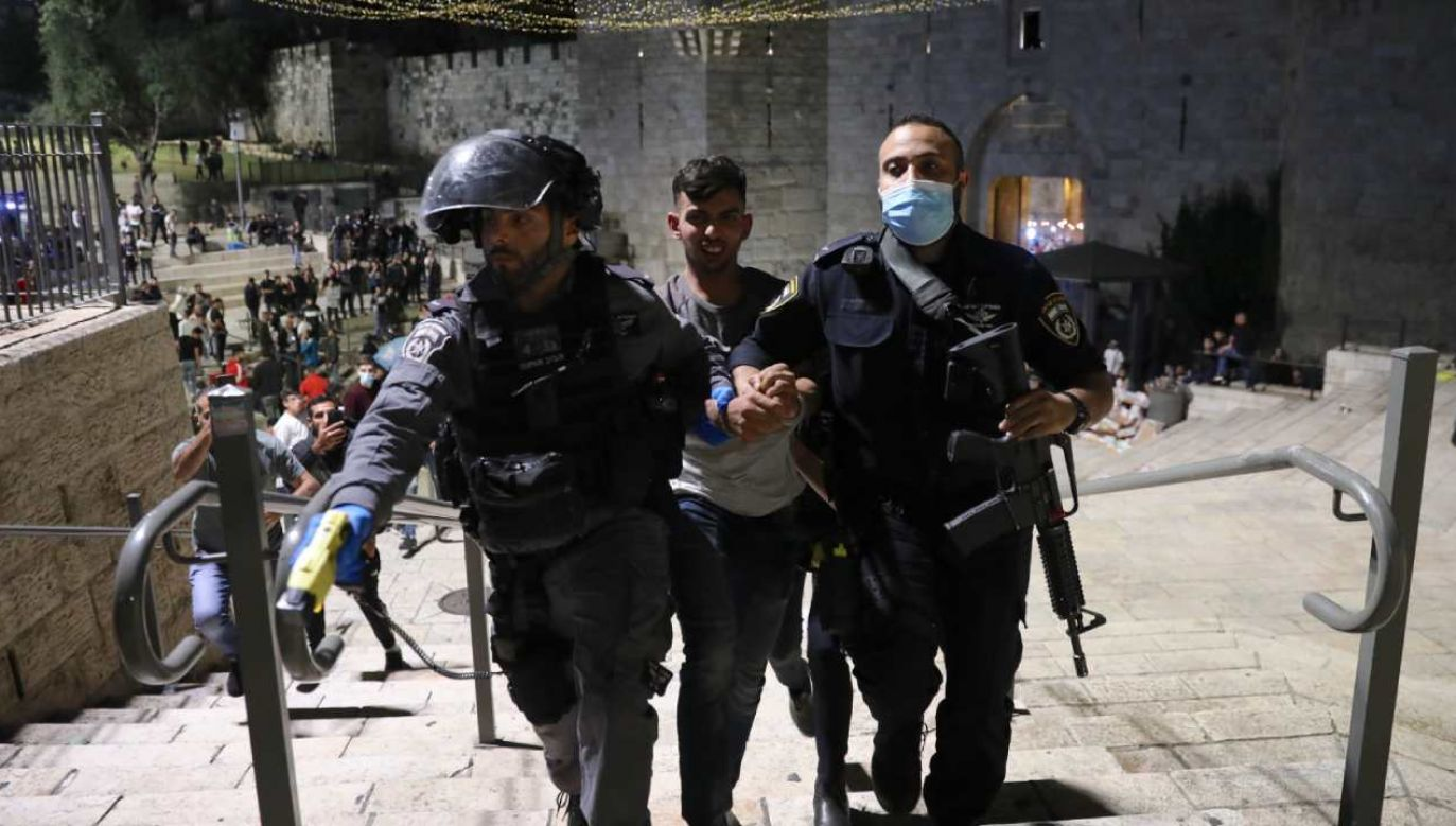 Do starć doszło między Palestyńczykami a izraelską policją (fot. PAP/EPA/ABIR SULTAN)