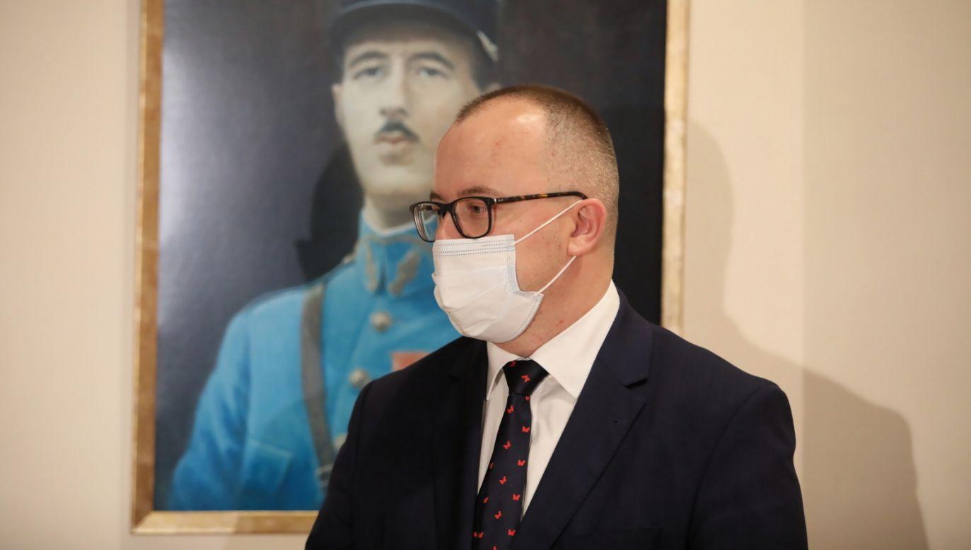 Pozytywny winik testu na koronawirusa u Adama Bodnara (fot. PAP/Leszek Szymański)