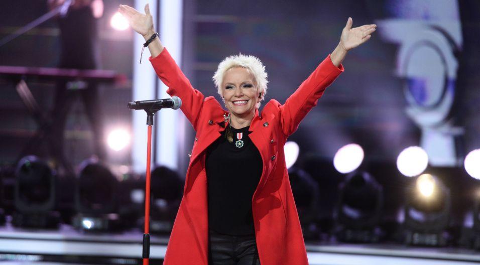Na koniec festiwalu, zabrzmiały piosenki, które zna każdy. Małgorzata Ostrowska w mini recitalu zaprezentowała hity zespołu Perfect (fot. J. Bogacz/TVP)