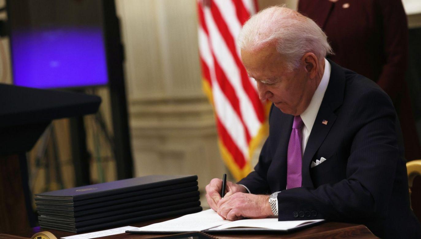 Joe Biden zapowiada zmianę strategii walki z epidemią (fot. Alex Wong/Getty Images)