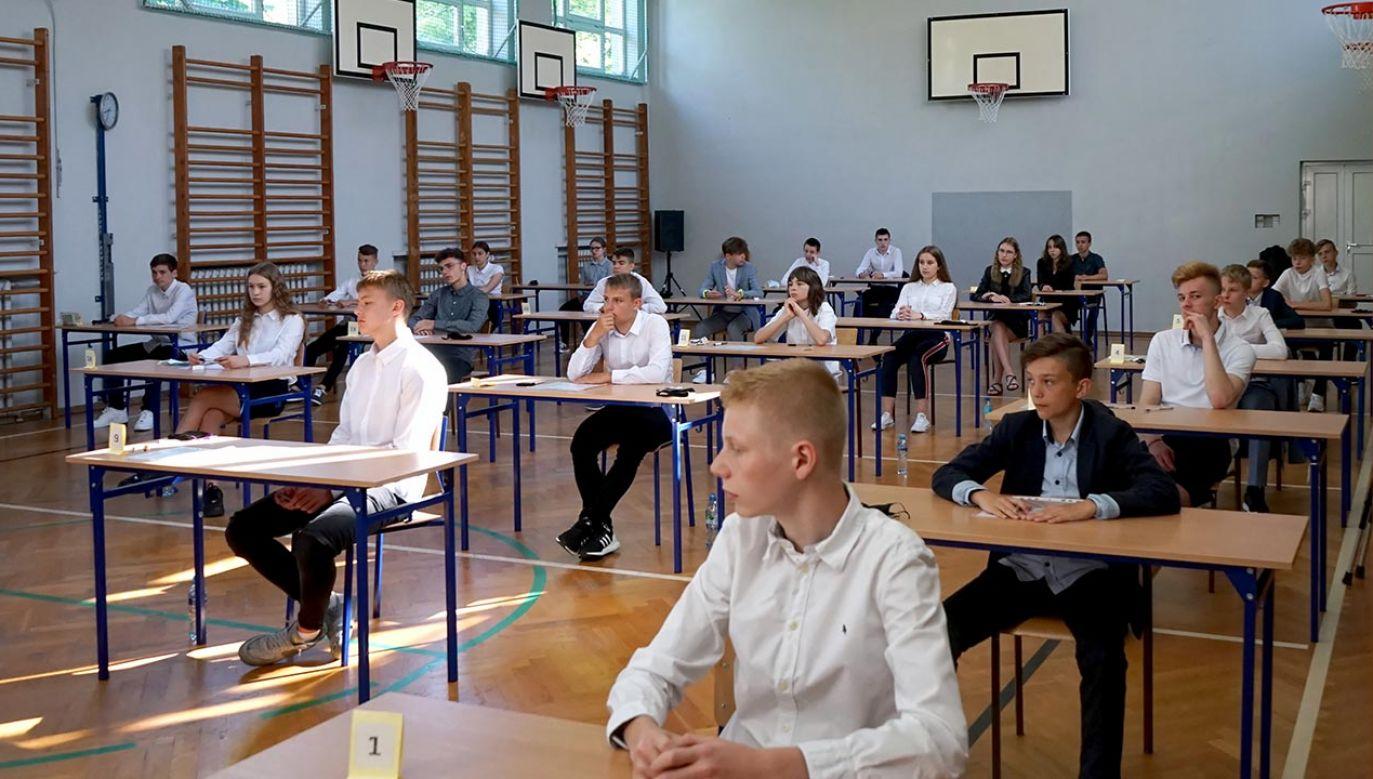Minister powołał zespoły ekspertów (fot. PAP/Marcin Bielecki)
