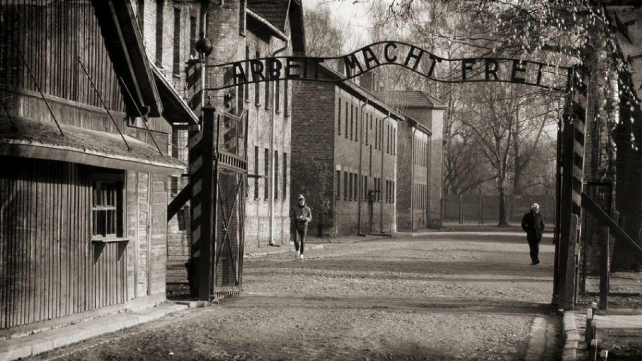 Podczas pierwszych świąt więźniom zakazano śpiewania kolęd  (fot. pixabay)