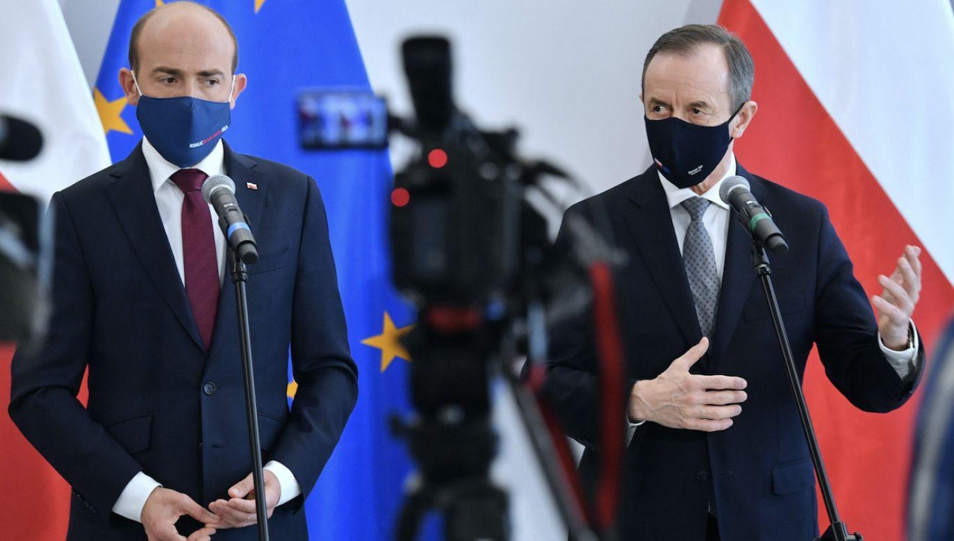Szef PO Borys Budka i marszałek Senatu Tomasz Grodzki na konferencji prasowej (fot. PAP/Radek Pietruszka)
