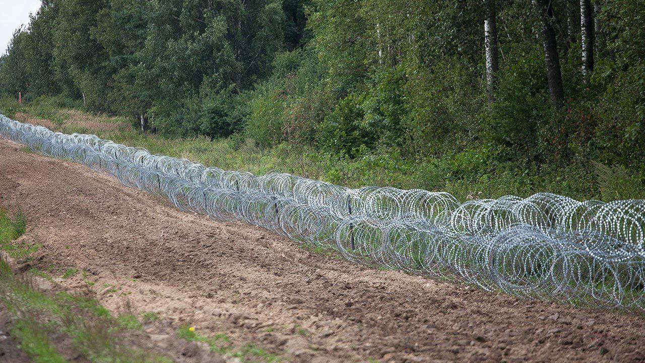 Służby notują wzmożoną liczbę prób nielegalnego przedostania się na terytorium Polski (fot. Maciej Luczniewski/NurPhoto via Getty Images)