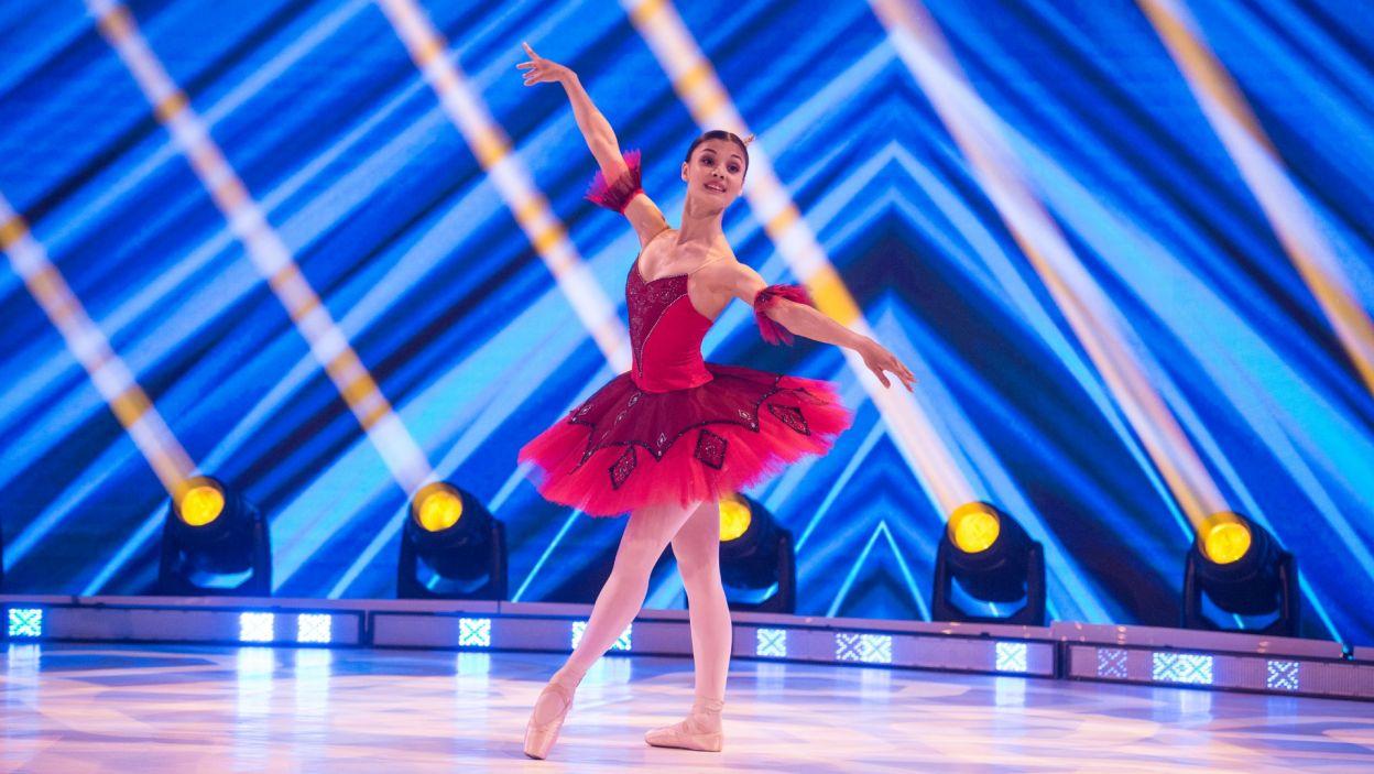 """Tamiła Dudnik zaprezentowała klasyczną choreografię Mariusa Petipy z baletu """"Arlekinada"""" (fot. Jan Bogacz)"""