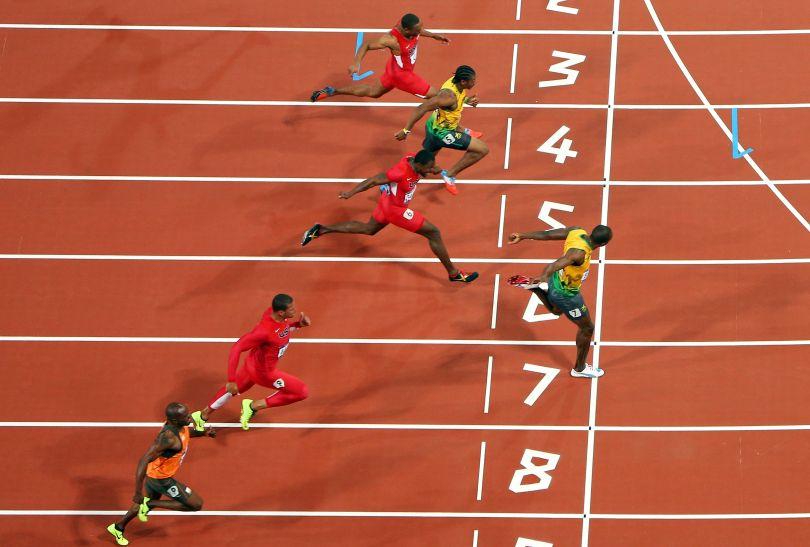 Finisz biegu na 100 m w Londynie (fot. Getty Images)