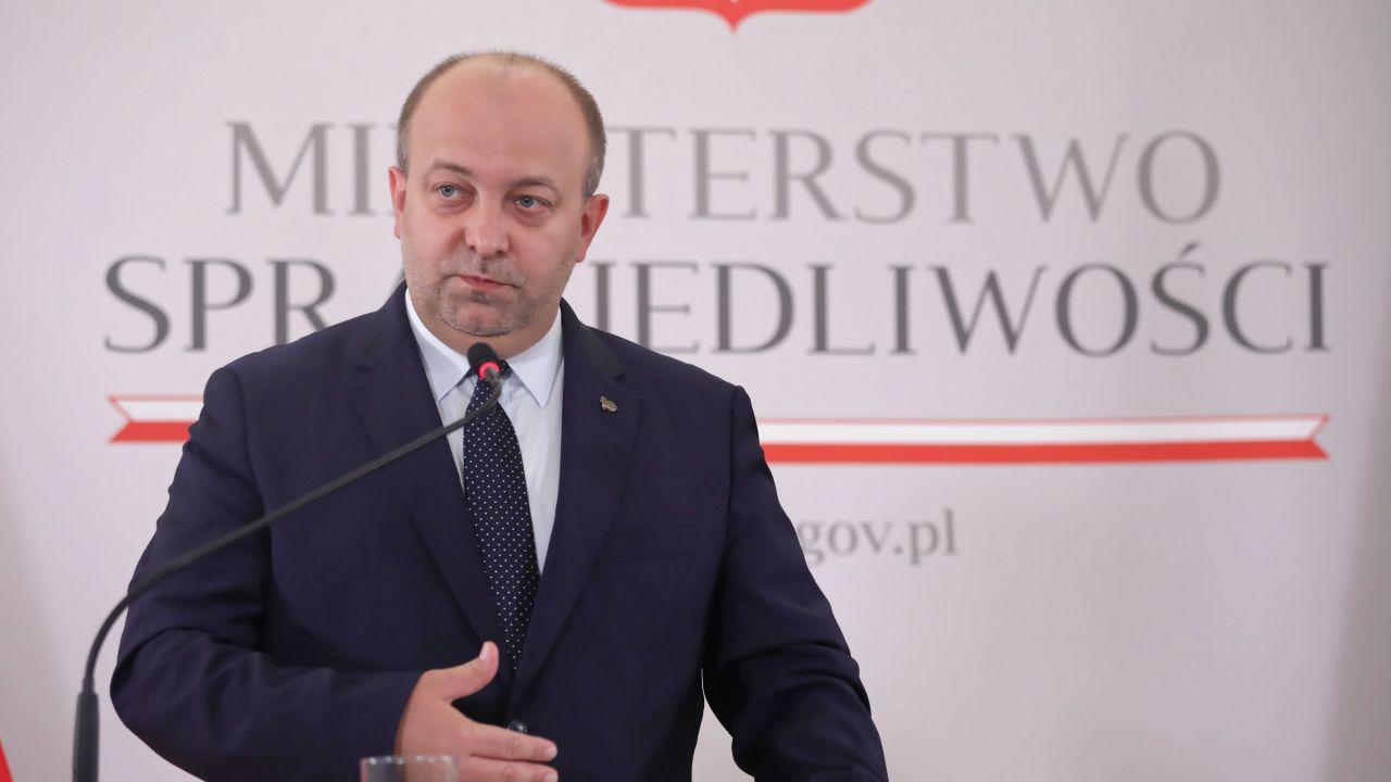 Łukasz Piebiak komentuje aferę hejterską i sprawę hologramu Bartosza Węglarczyka (fot. PAP/Tomasz Gzell)
