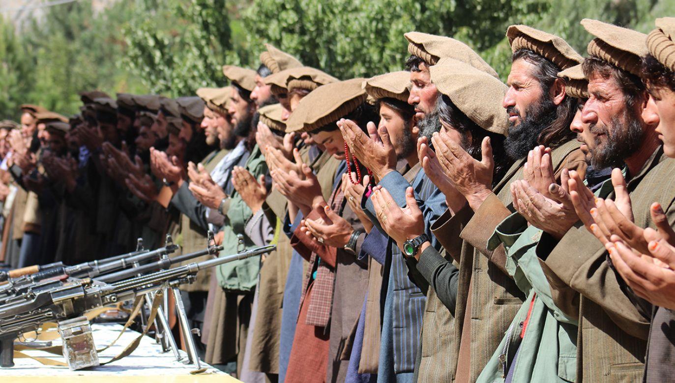 """Talibowie zapewnią """"pokój i demokrację"""" (fot. Mohammad Sharif Shayeq/NurPhoto via Getty Images)"""
