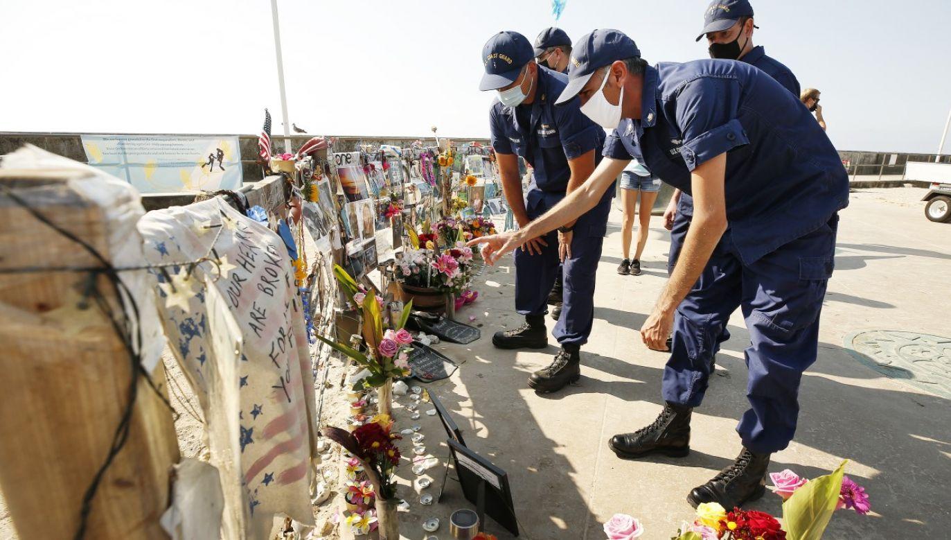 W wyniku pożaru, który wybuchł na jednostce zginęło 33 pasażerów i 1 członek załogi (fot. Al Seib / Los Angeles Times / Contributor / Getty Images)