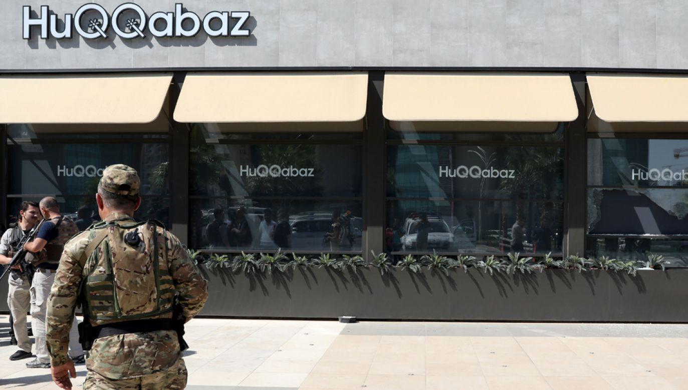Uzbrojony mężczyzna otworzył ogień do grupy tureckich dyplomatów w restauracji HuQQabaz (fot Yunus Keles/Anadolu Agency/Getty Images)