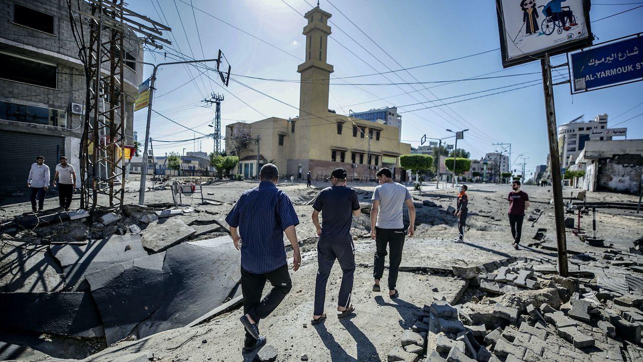 W Strefie Gazy w wyniku trwającej od poniedziałku wymiany ognia zginęły 103 osoby  (fot. PAP/EPA/M.SABER)