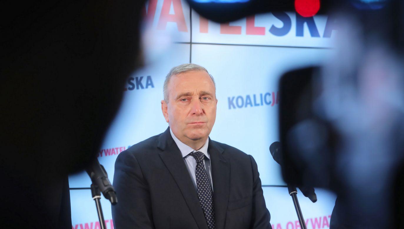 """Lider PO porównał męczeńską śmierć kapelana """"Solidarności"""" do śmierci mężczyzny, który dokonał samospalenia pod PKiN (fot.PAP/Wojciech Olkuśnik)"""