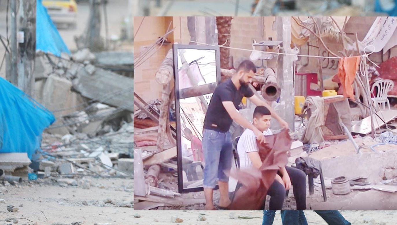Fryzjer pośród gruzów w Gazie (fot. Getty Images; EBU/SOCIÉTÉ NATIONALE DE RADIO TÉLÉVISION)