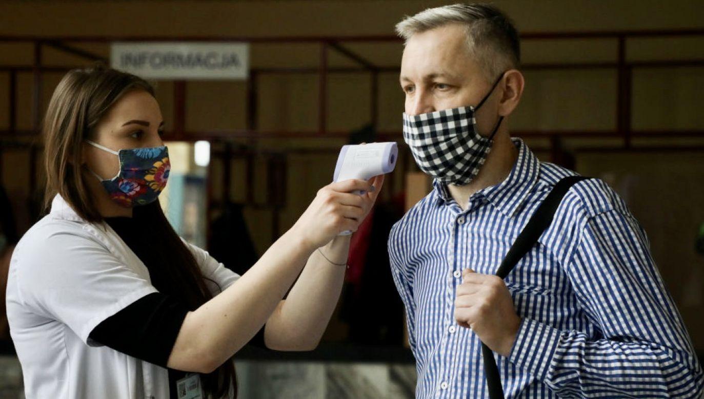 W czwartek odnotowano dobowy rekord nowych zakażeń koronawirusem w Polsce (fot. Beata Zawrzel/NurPhoto via Getty Images)