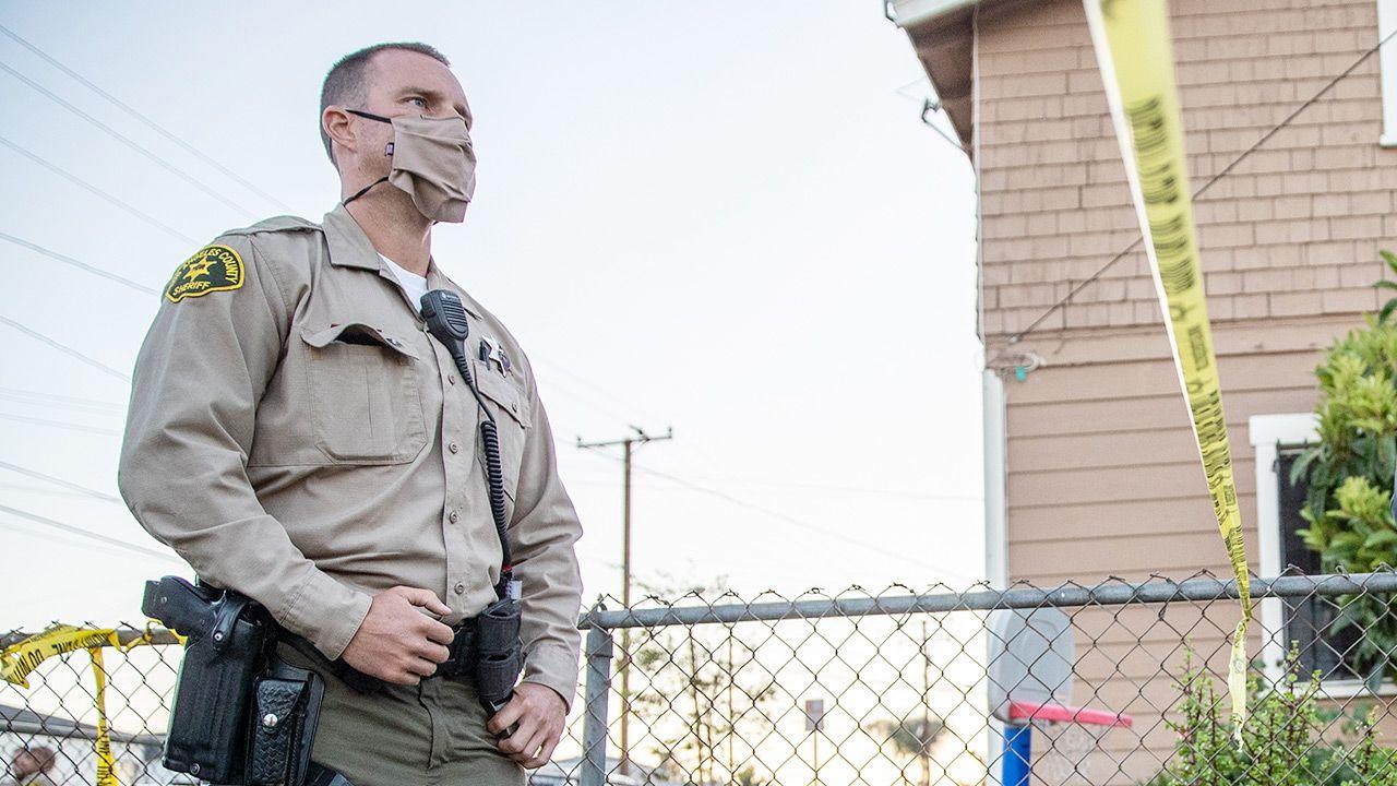 Policja zatrzymała mężczyznę (fot. Robert Gauthier / Los Angeles Times via Getty Images)