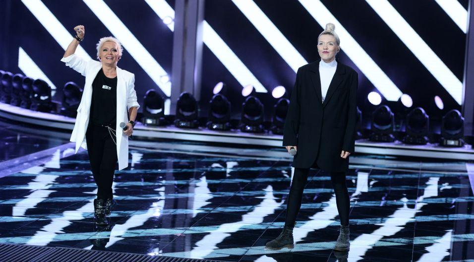"""Muzyka łączy pokolenia, tak było również w tym przypadku. Małgorzata Ostrowska i Daria Zawiałow wspólnie wykonały piosenkę zespołu Republika """"Biała flaga"""" (fot. J. Bogacz/TVP)"""