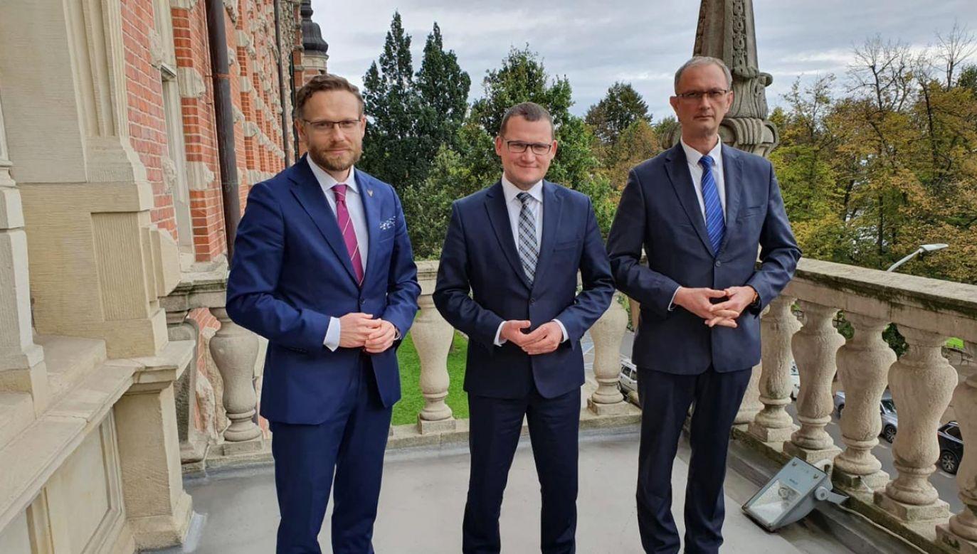 Tomasz Wójcik ze Szczecinka (po prawej) nowym wicewojewodą zachodniopomorskim (fot. Twitter/ Paweł Szefernaker)