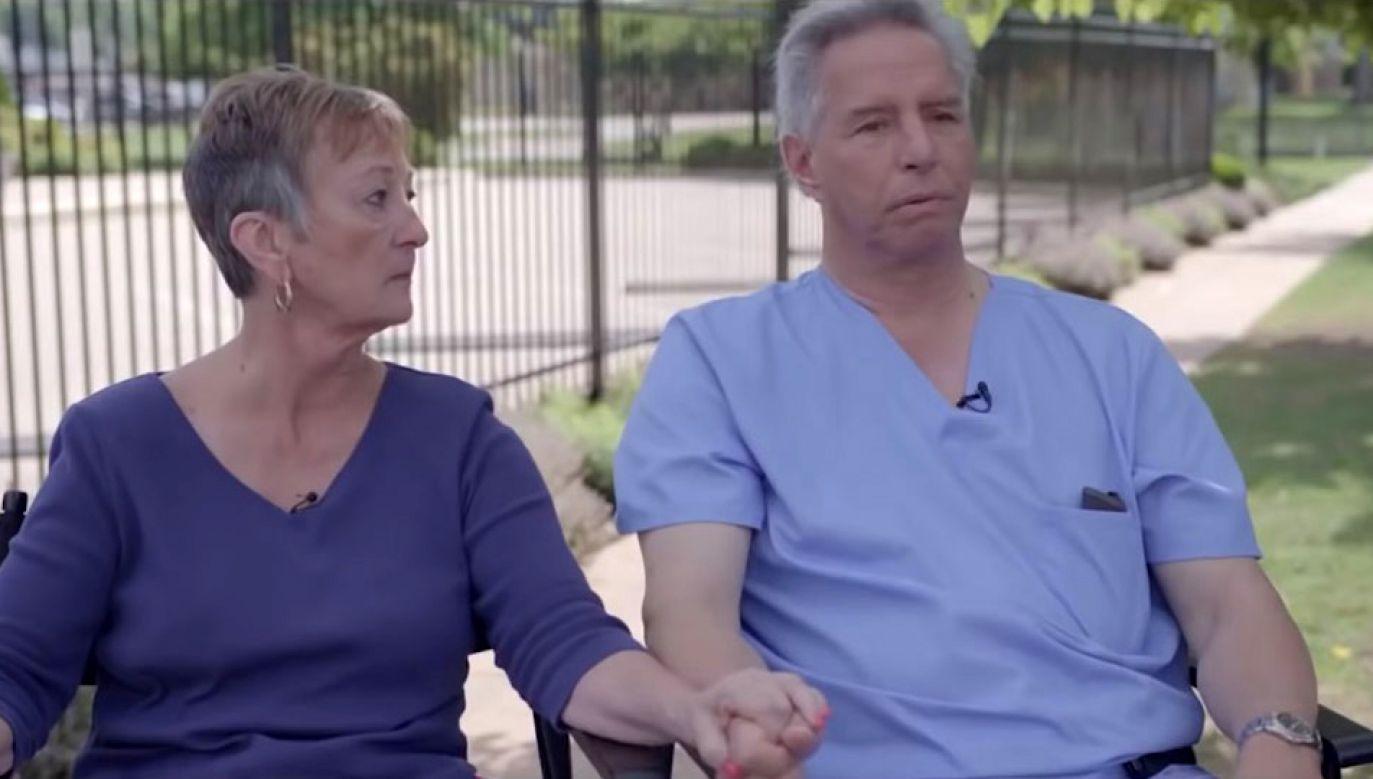 """""""Było ze mną jak z Abby. Właśnie pochowałem swoją córkę i przyszedł do mnie ktoś, oferując pieniądze za zabicie swojego syna albo córki. A ja się zgodziłem"""" (fot. Youtube/Rafael Film)"""