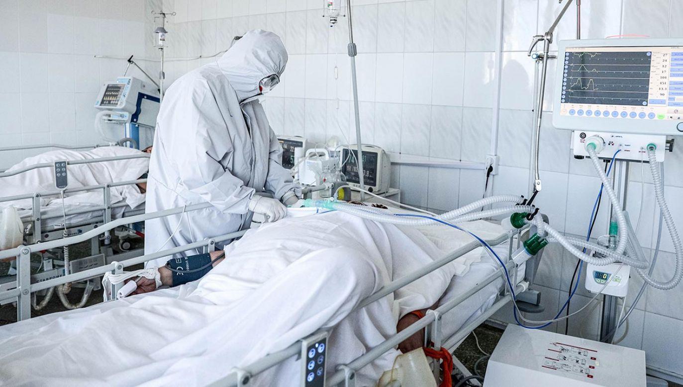 Tragiczna sytuacja epidemiczna w Rosji (fot.  Erik Romanenko\TASS via Getty Images)