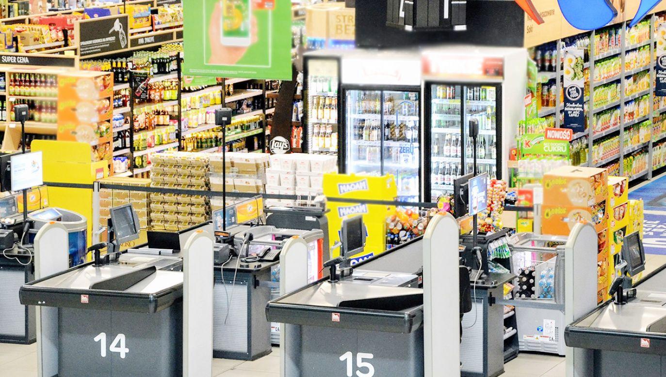 W sklepach obowiązuje rygor sanitarny i limity osób (fot. Shutterstock)