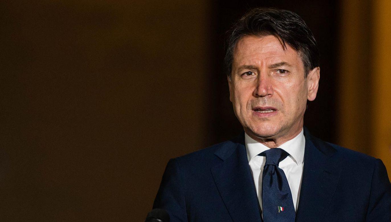 Szef Rady Ministrów Włoch dostał ataku kaszlu (fot. Marco Mantovani/Getty Images)