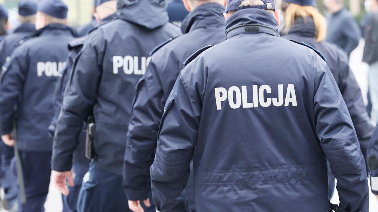 Kilkudziesięciu policjantów zmarło z powodu COVID-19 (fot. Shutterstock)