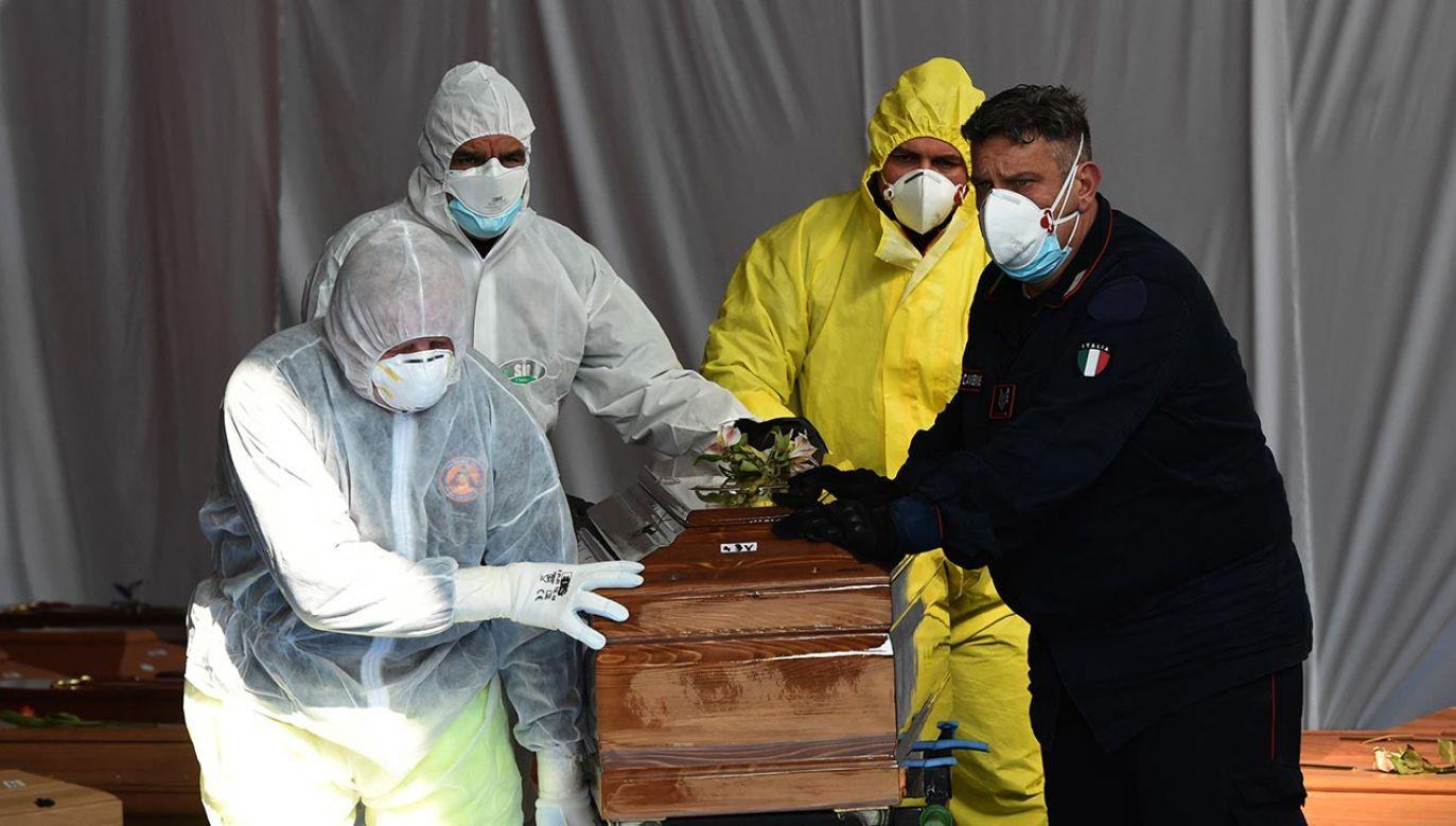 W prowincji Bergamo z powodu koronawirusa zmarło dwóch braci, dwie siostry i żona jednego z nich (fot.  Pier Marco Tacca/Anadolu Agency via Getty Images)