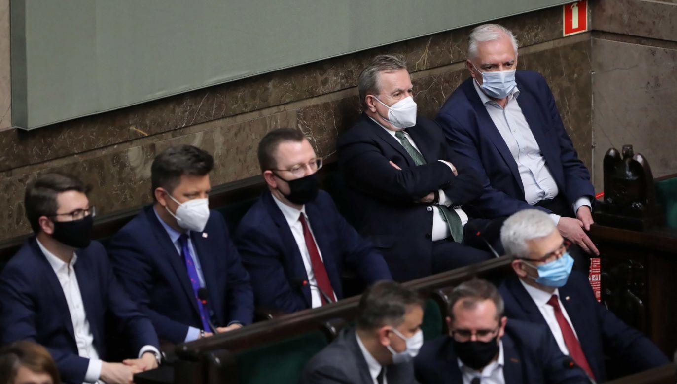 Sejm odrzucił w środę późnym wieczorem wniosek o wyrażenie wotum nieufności (fot. PAP)