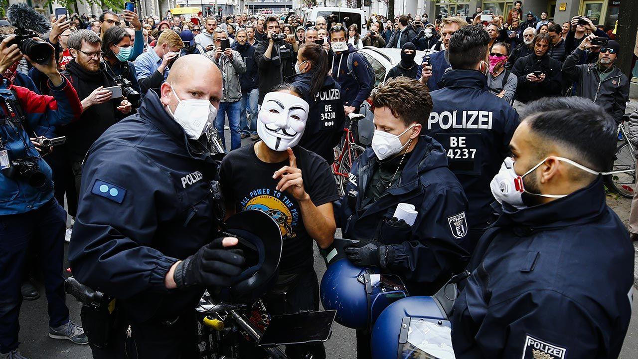 Demonstracje mają dotyczyć polityki władz wobec pandemii koronawirusa (fot.  Abdulhamid Hosbas/Anadolu Agency via Getty Images)