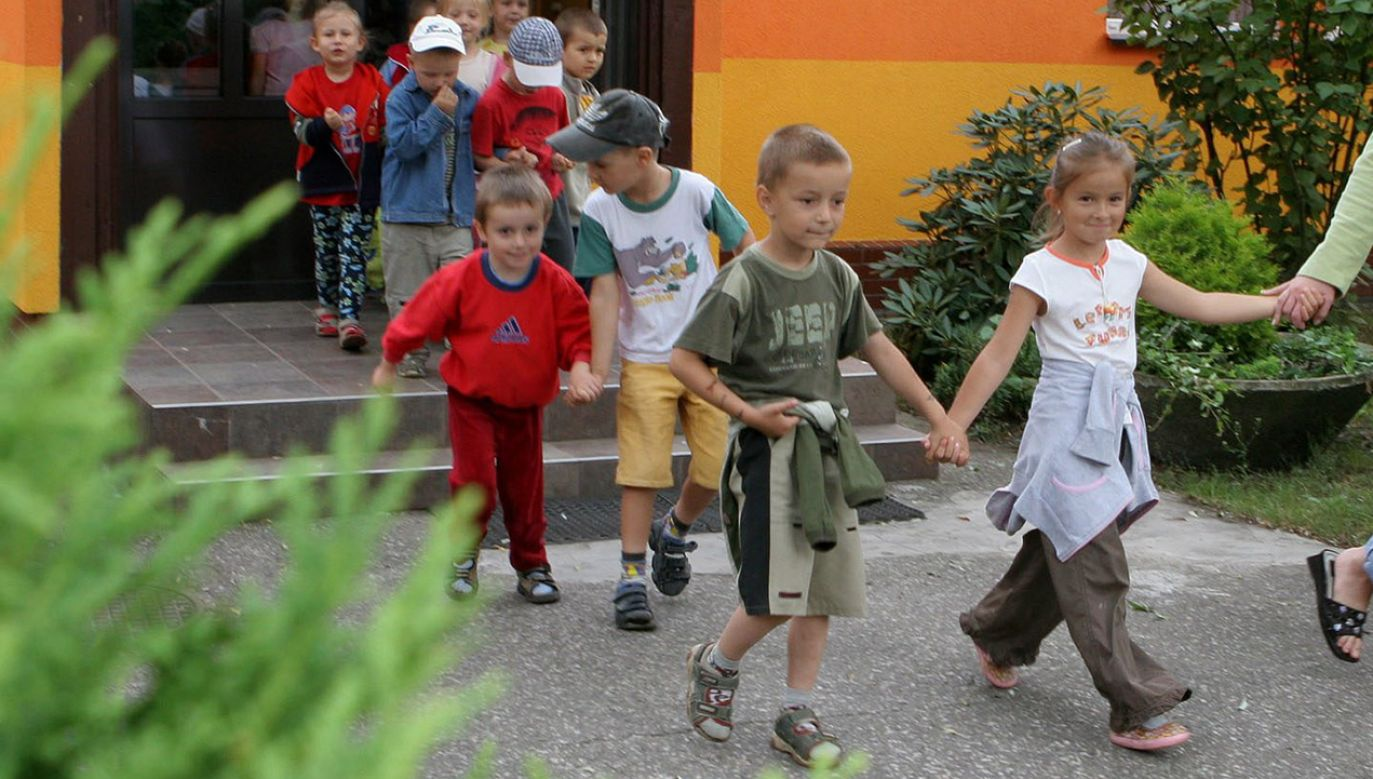 Dzieci ewakuowano (fot. arch.PAP/Jerzy Undro, zdjęcie ilustracyjne)