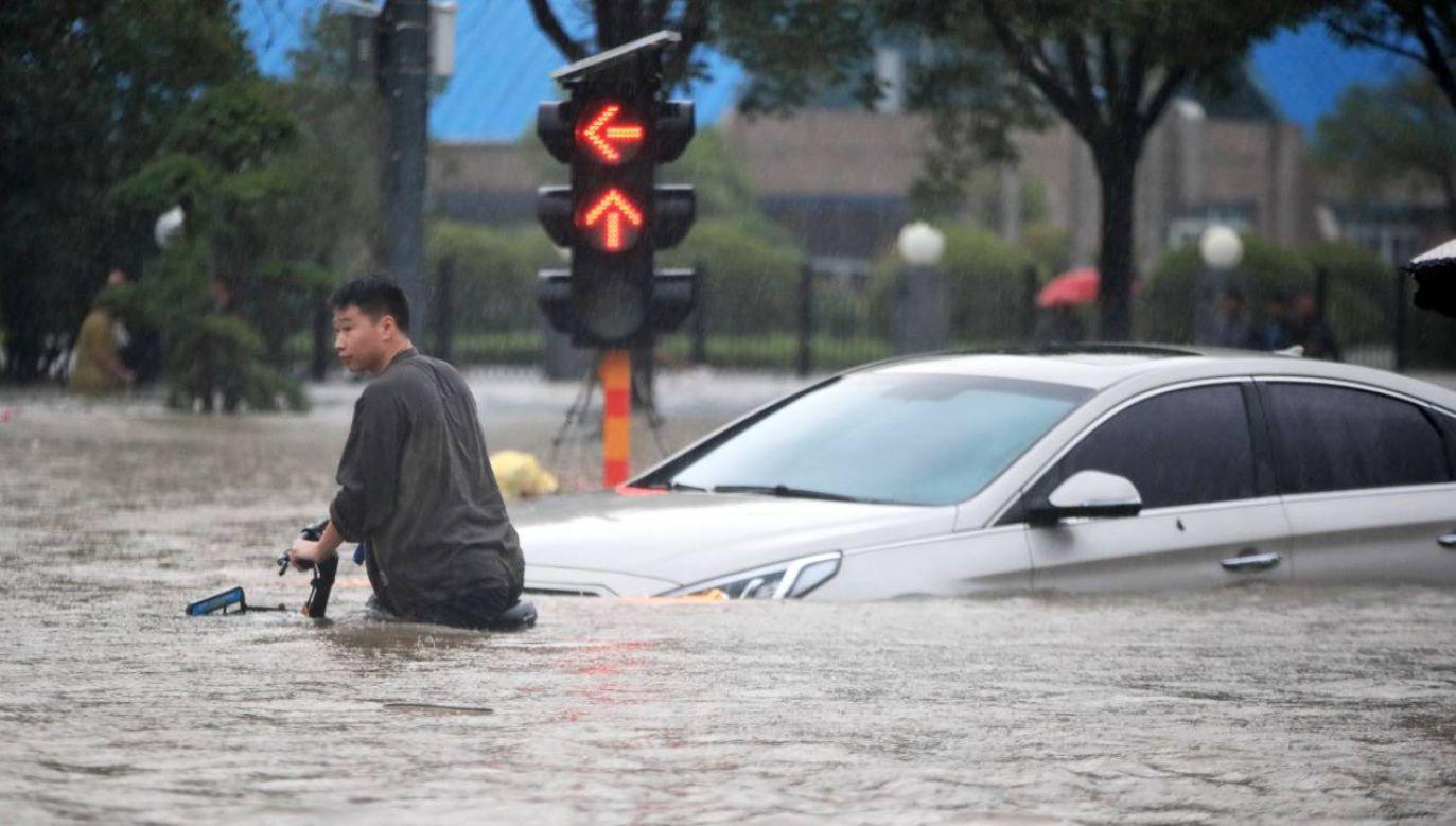 Chiny zmagają się z powodziami (fot. PAP/EPA/FEATURECHINA)