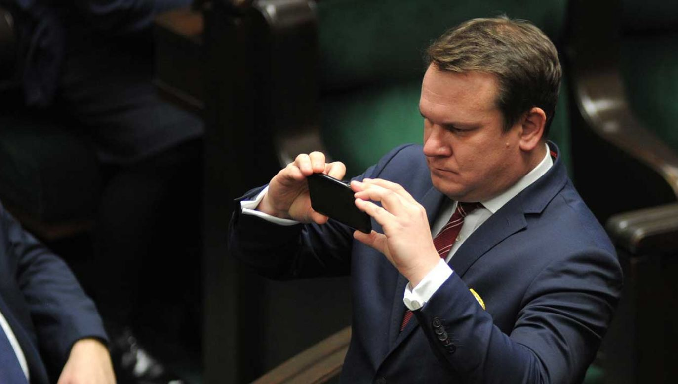 Europoseł Dominik Tarczyński wezwał Dariusza Jońskiego (KO) do wycofania się ze swoich słów (fot. Adam Chelstowski / Forum)