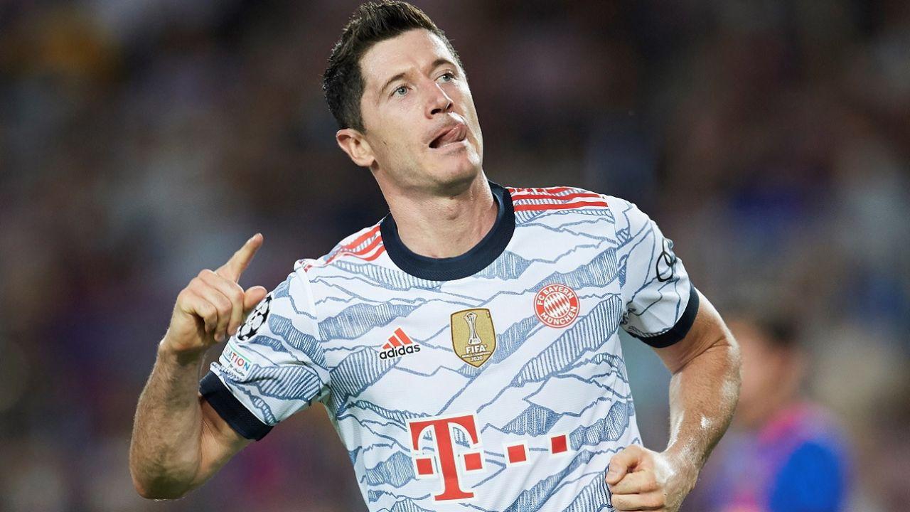 Robert Lewandowski umocnił się na trzecim miejscu w klasyfikacji strzelców Champions League (fot. PAP/EPA/Alejandro Garcia)