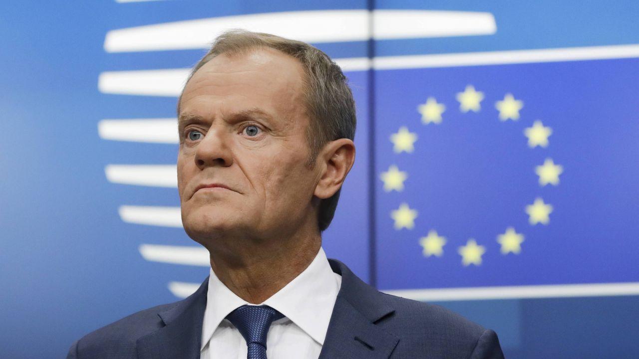 Donald Tusk sugeruje powrót do Polski (fot. EPA/OLIVIER HOSLET, PAP/EPA)