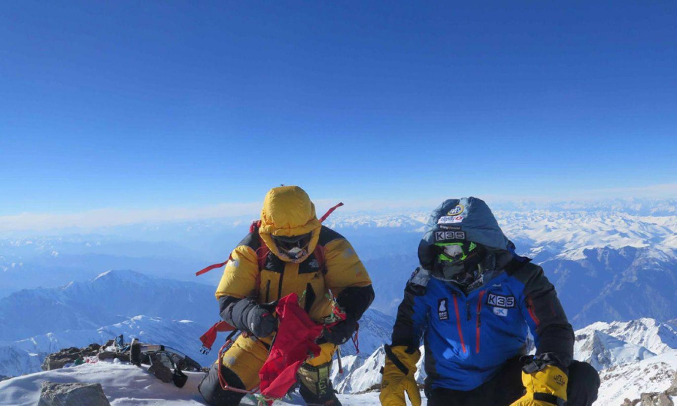 Ali Sadpara i Alex Txikon na 8 126 metrach (fot. Facebook/Alex Txikon)