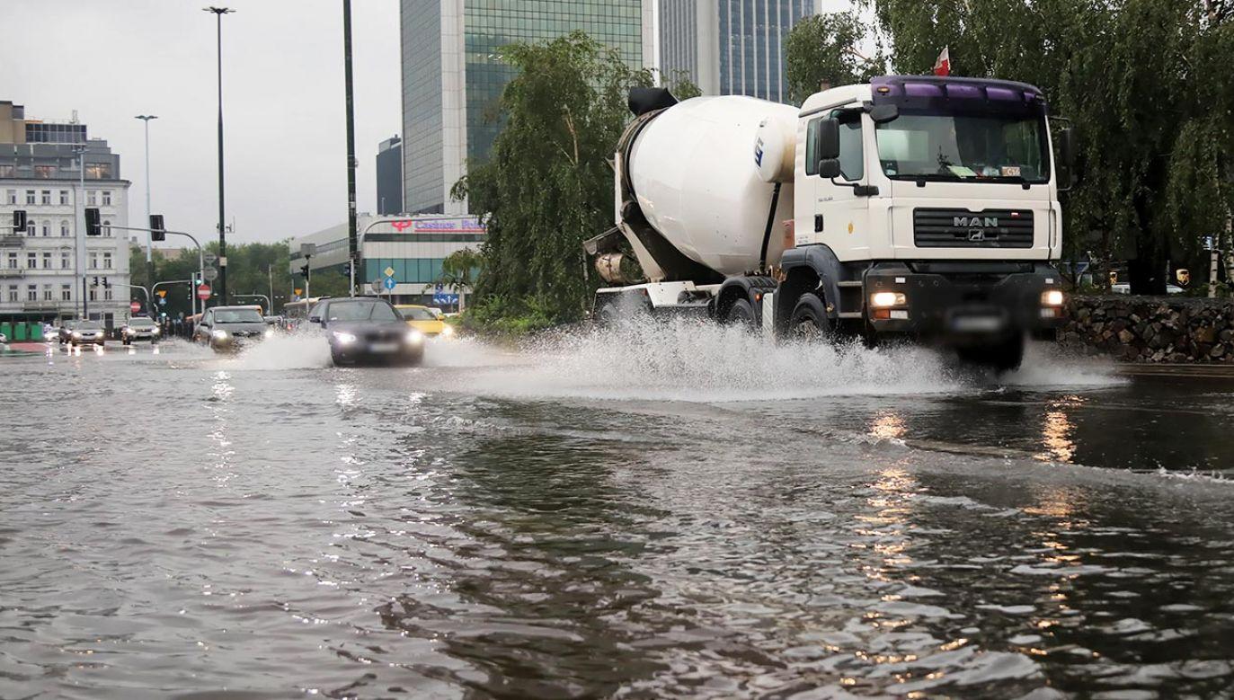 W poniedziałek po południu nad stolicą przeszła burza (fot. PAP/Wojciech Olkuśnik)