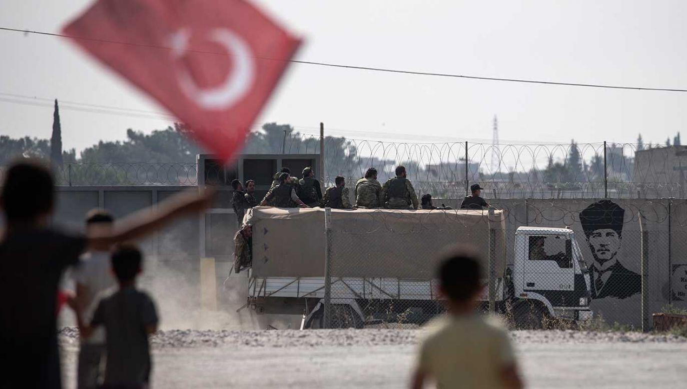 Do Turcji napływają syryjscy uchodźcy (fot. PAP/EPA/ERDEM SAHIN)
