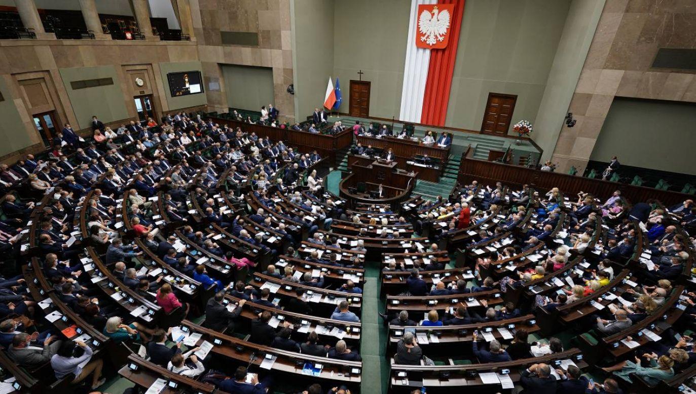 Za taką nowelizacją Kodeksu postępowania administracyjnego głosowało w czwartek 309 posłów, nikt nie był przeciw, 120 osób wstrzymało się od głosu (fot. Twitter/@KancelariaSejmu)