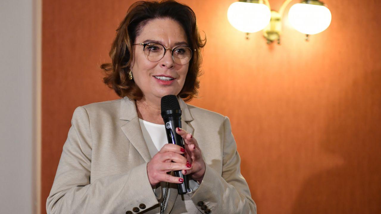 Zaledwie dwie godziny wcześniej poinformowała na konferencji prasowej przed Sejmem, że całkowicie zawiesza swoją kampanię wyborczą (fot.  PAP/Wojtek Jargiło)