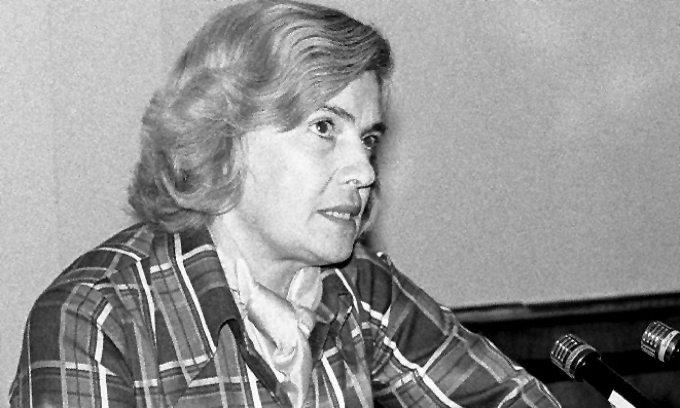 W 1974 r. pani scenograf jeszcze bez charakterystycznych dużych okularów  (fot. arch. TVP)