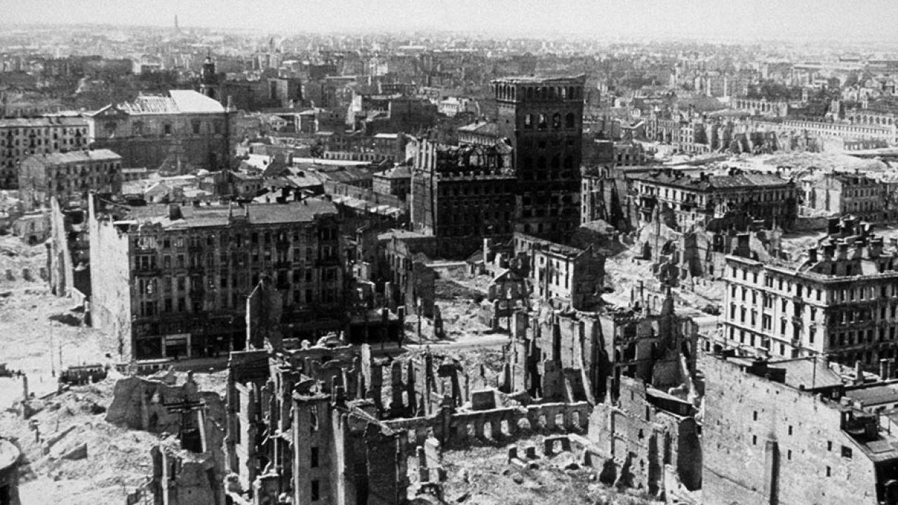 Warszawa w 1945 roku (fot. Keystone/Getty Images)