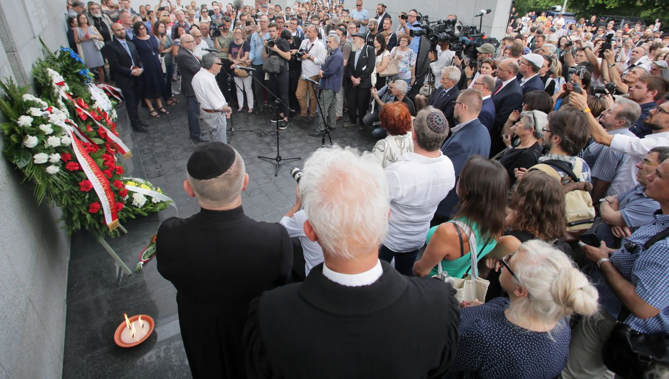 Ghetto victim's remembrance March goes through Warsaw