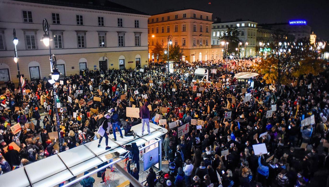 Protesty zwolenników aborcji w szczycie pandemii koronawirusa (fot. Omar Marques/Getty Images)