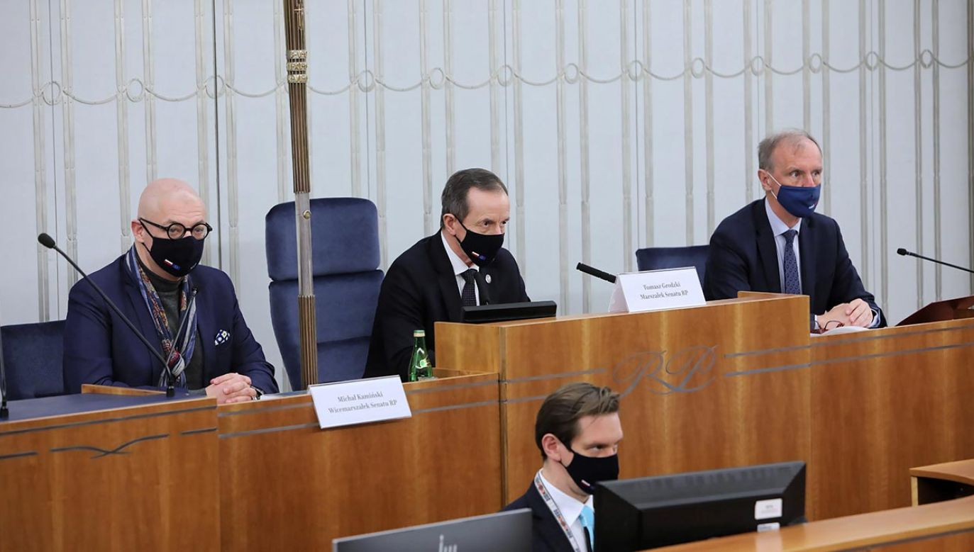Jak Senat zachowa się ws. miliardów dla Polski? (fot.   PAP/Wojciech Olkuśnik)