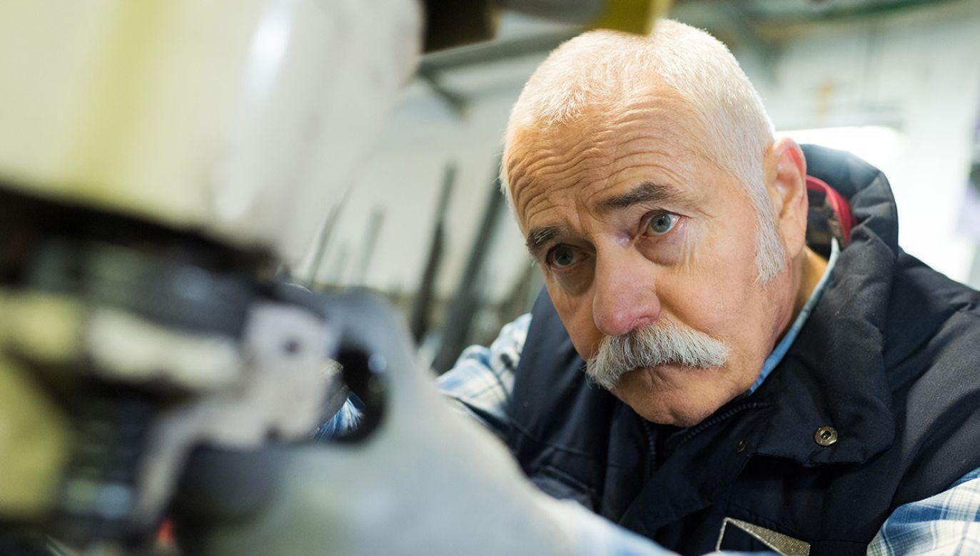 Politycy dyskutowali w programie o podwyższeniu wieku emerytalnego (fot. Shutterstock/ ALPA PROD)