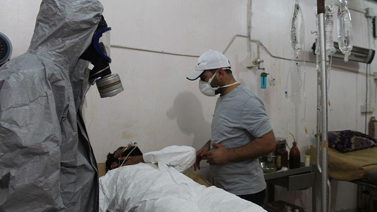 OPCW informuje w raporcie, że w syryjskiej Dumie użyto chloru   (fot. Ebu Omer/Anadolu Agency/Getty Images)